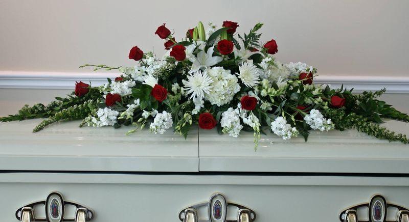 До чого сниться похоронний вінок — тлумачення сну по популярним сонникам